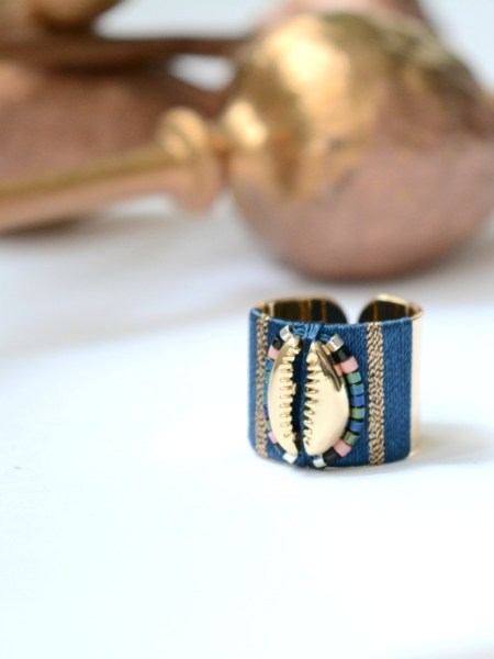 bague_plaque_or_ajustable_cauris_tissage_bleu_perles_miuyki_may_boheme_gypset