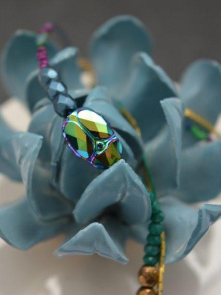 bracelet_double_tour_multi_chaine_moiré_vert_violet_scarabée_swaroviski