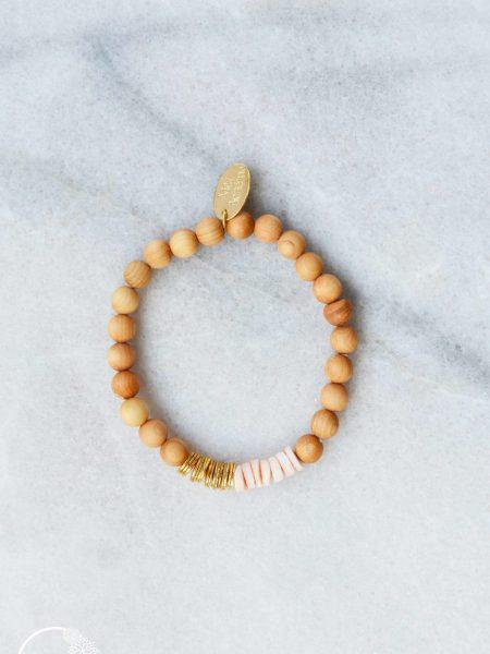 Bracelet Esmi  SWEET SANTAL - Perles de santal, Heishi rosé coquillage et plaqué or