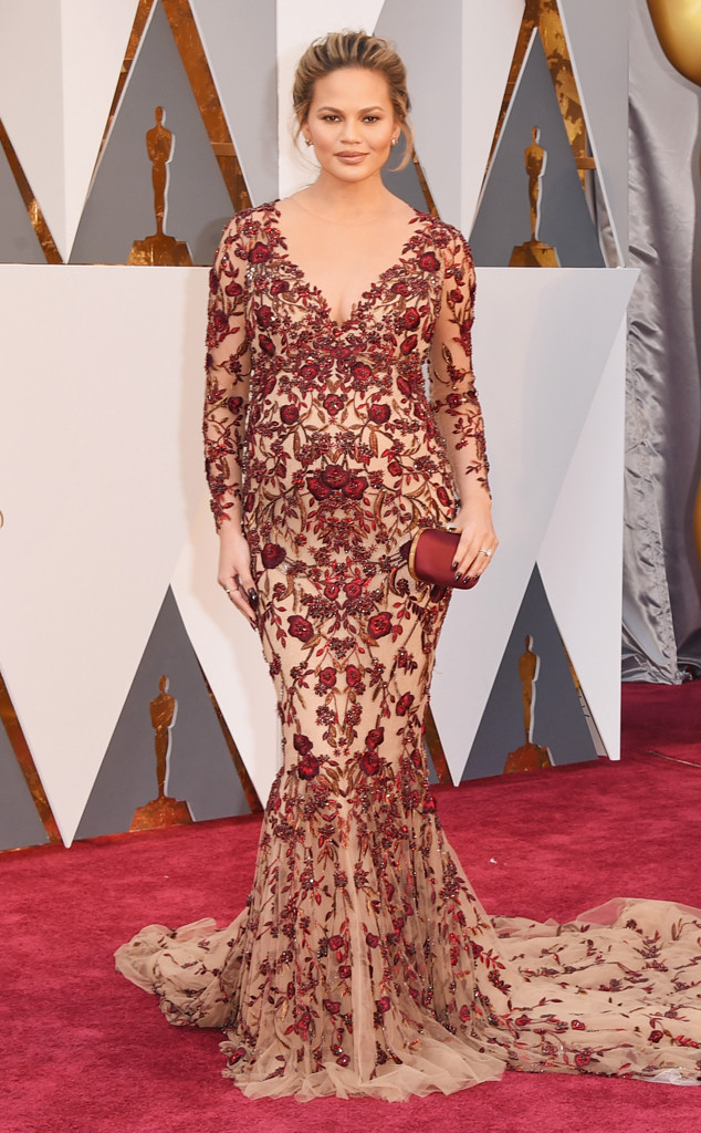 rs_634x1024-160228163246-634-chrissy-teigen-2016-oscars-academy-awards-mh-022816.jpg