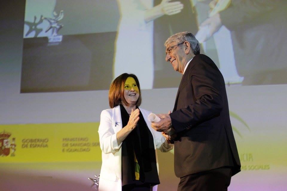Saturnino Álvarez Bacaicoa, presidente de UDP recogiendo la mención honorífica en la XIX edición del Congreso Estatal de Voluntariado, donde se entregaron los premios Estatales y Andaluces del Voluntariado.