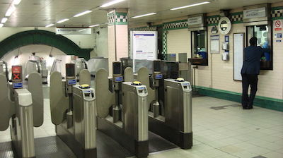 Warwick_Avenue_tube_ticket_office