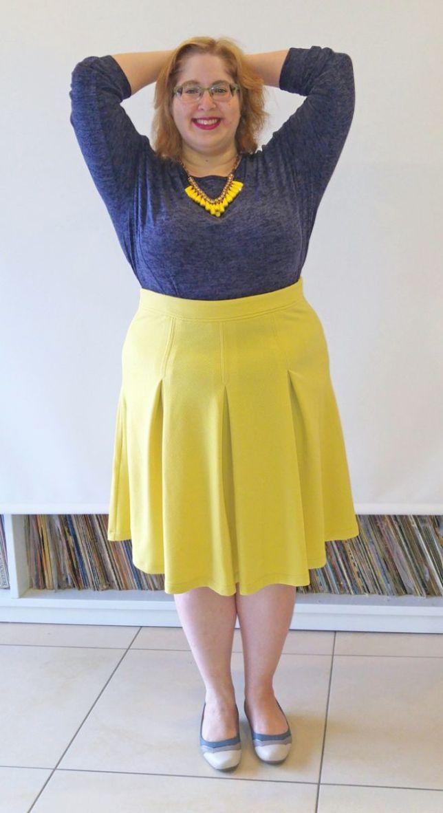may yellow skirt nlue top small
