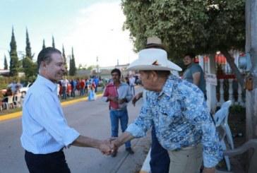 Asiste el gobernador al desfile del Carnaval de Angostura