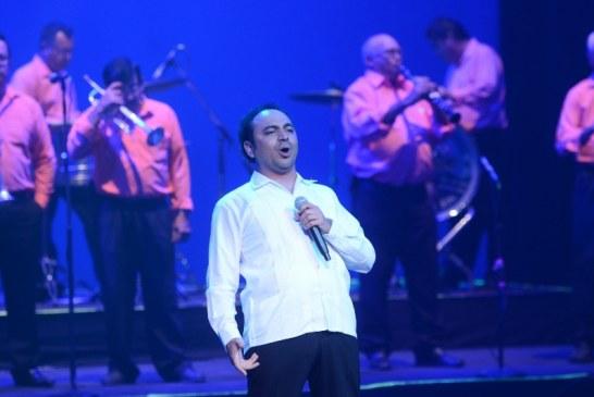 José Adán Pérez en concierto: noche de comunión con su público y su tierra