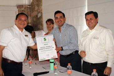 """Entregan Distintivo """"S"""" a tres hoteles y al Aeropuerto de Mazatlán"""