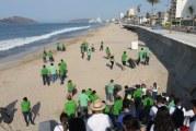 Realizan jornada por una playa limpia