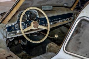 """Mercedes-Benz 300 SL """"Gullwing"""" (W 198), Chassisnummer 43, im """"Scheunenfund""""-Zustand. So hat Mercedes-Benz Classic das Fahrzeug 2018 übernommen."""