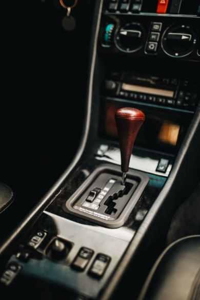 Mercedes-Benz E 500: Doppeljubiläum für Youngtimer-Legende vor 25 JahrenMercedes-Benz E 500: Double anniversary for young classic legend dating back 25 years