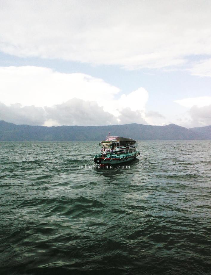 Perjalanan ke Pulau Samosir