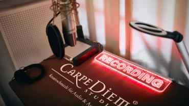 Carpe Diem Studio Aufnahme, Sprechertisch mit schallabsorbierender Auflage