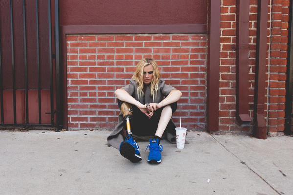 SHOCK TOSSICO: amputata la gamba a causa di un assorbente interno. Lauren Wasser oggi vive con una protesi