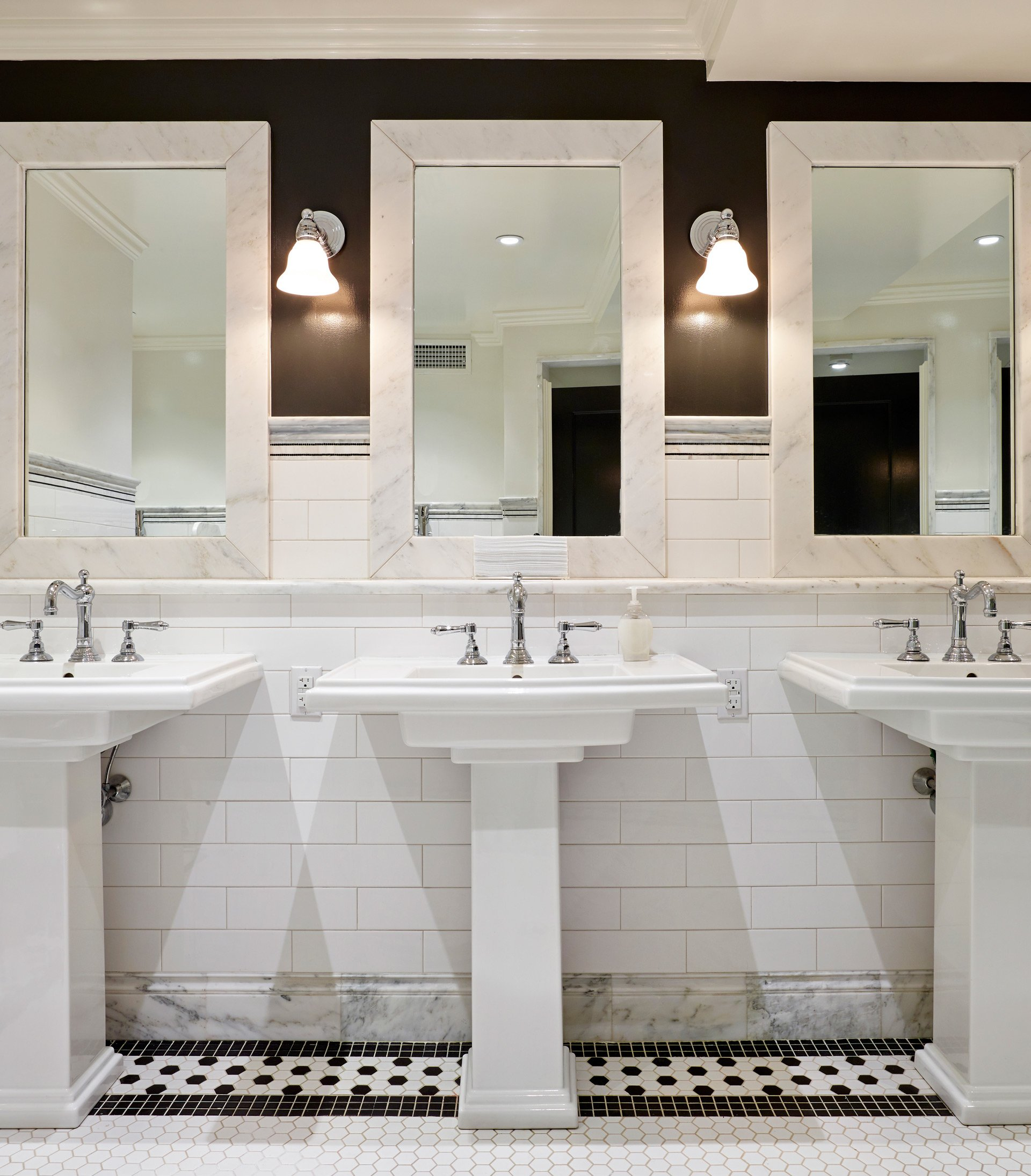 Murphy-Brothers-contracting-commercial-Apawamis-Club-interior-Bathroom-02