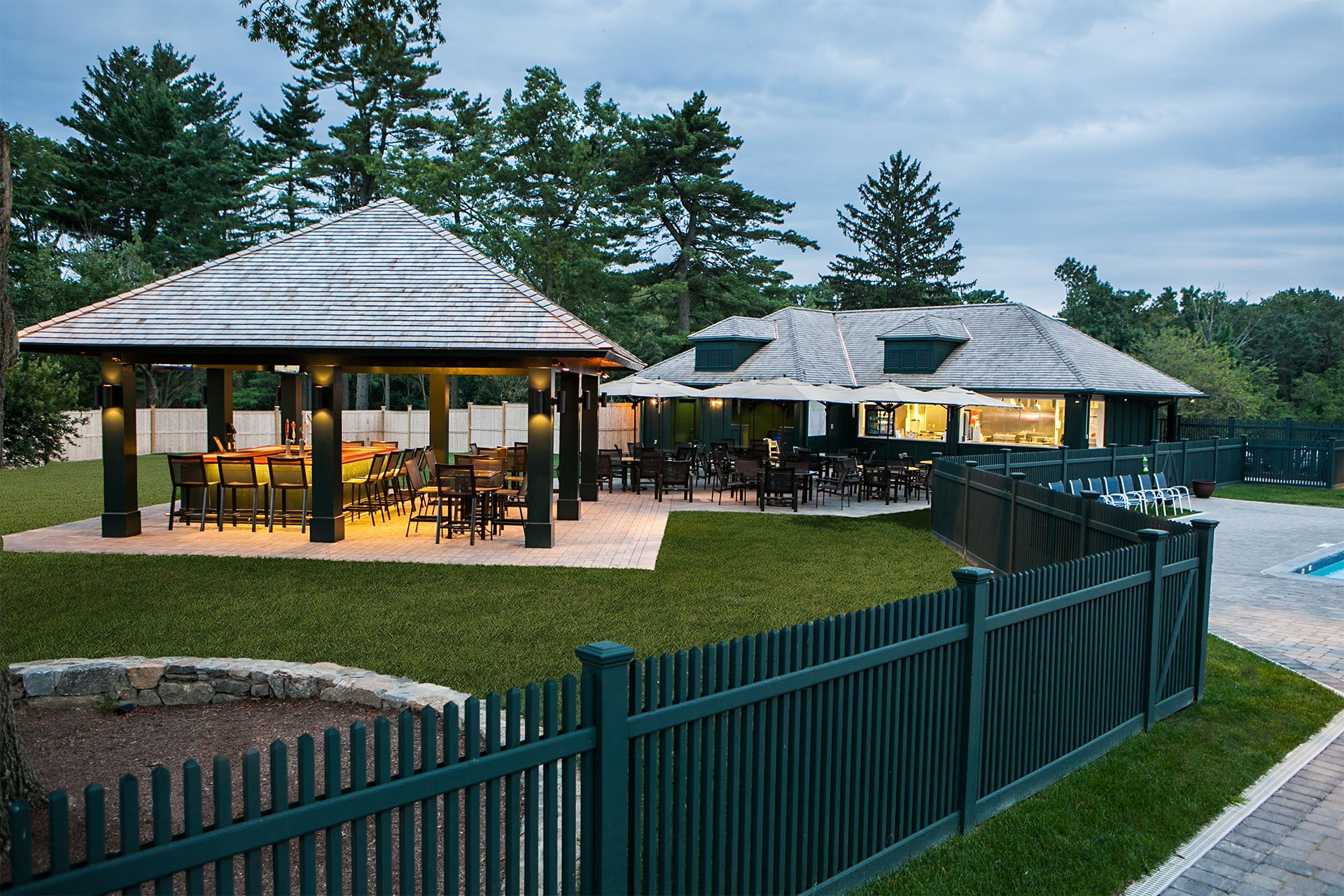murphy-brothers-contracting-commercial-mamk-winged-foot_exterior-tiki-bar-snack-01