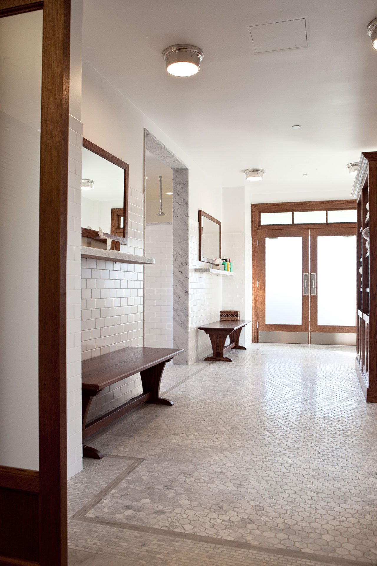 murphy-brothers-contracting-commercial-mamk-winged-foot_interior-mens-locker-room-20