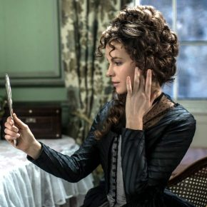 Lady Susan Finesses Downward Mobility in Whit Stillman's Love and Friendship