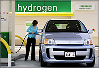 Hydrogen vehicle Daimler Investing Millions for Hydrogen Stations