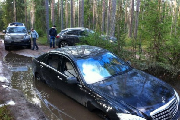 stuck 597x398 S600 Attempts Puddle Run