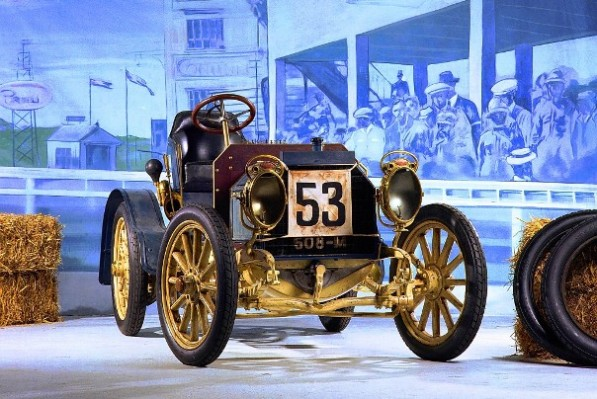 mercedes-brings-iconic-super-sports-cars-to-pebble-beach-23270_1-597x399.jpg