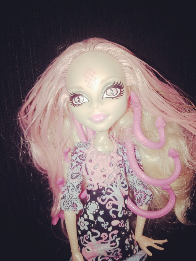 Monster High Doll Hauntlywood Viperine Gorgon Pink Hair