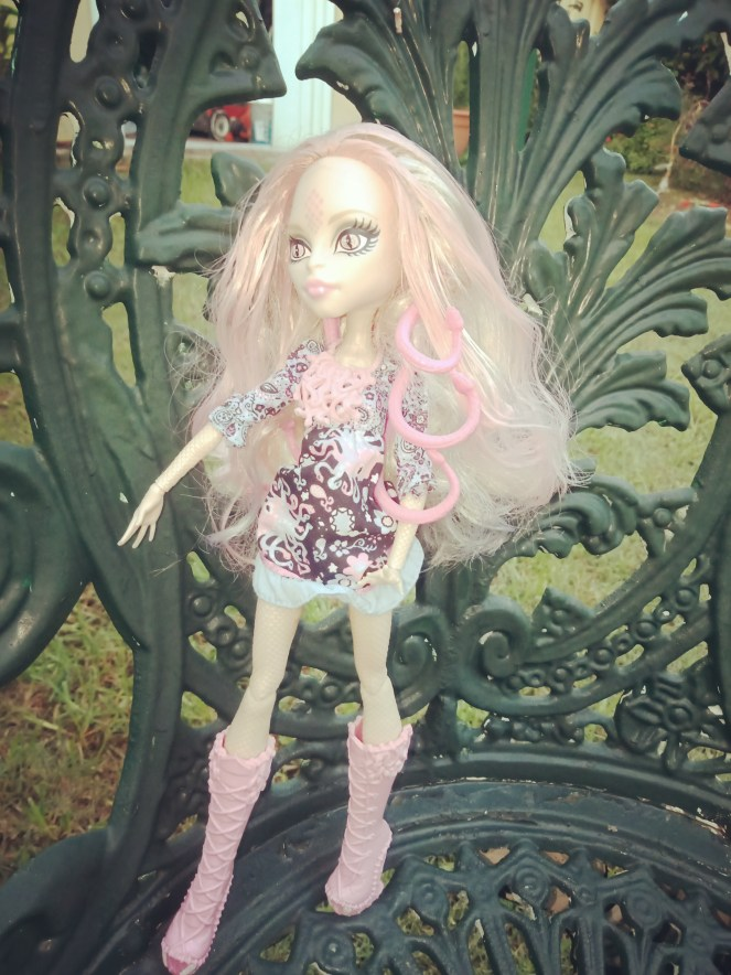 Monster High Doll Hauntlywood Viperine Gorgon Camera Action
