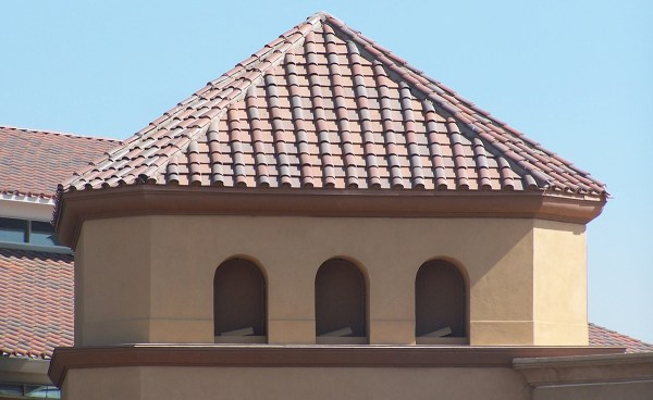 detail of roman pan clay roof tile in 60% F40 natural red, 30% 2F28 carbon and 10% 2F43 Brick Red on Westfield Valencia Town Center, Valencia, CA