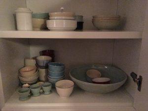 eierdopjes, kopjes, schaal en schaaltjes van porselein