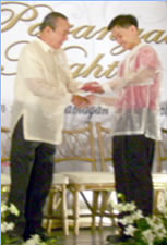 Ronald receives plaque from Malabon City Mayor.