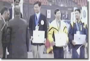 Ervin Reyes (right) received the bronze medal in India