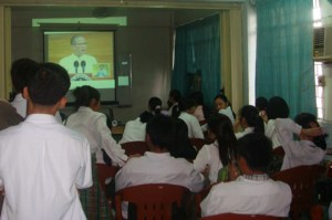 MCCID Deaf Students watch SONA.
