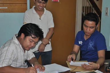 Bro. Jonie Gibaga of BOC signed the contract as witnessed by Teacher Teddy Badanoy and Sir Jerome Marzan.