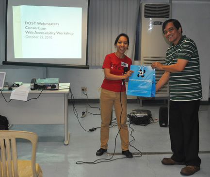 Sir Jojo receives token from DOST-ASTI.