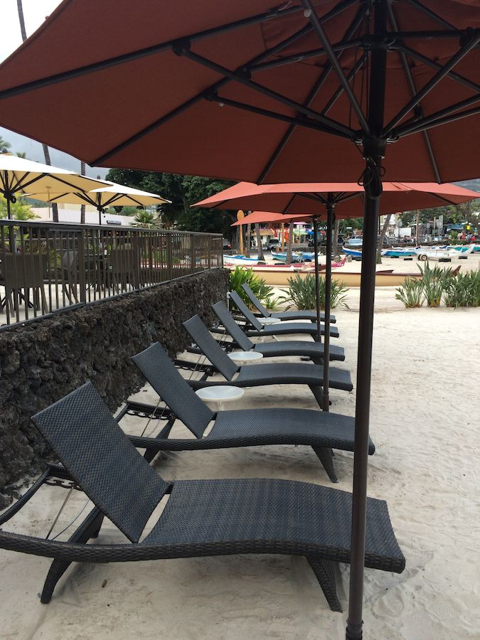 pool area of Courtyard Marriott King Kamehameha's Kona Beach Hotel