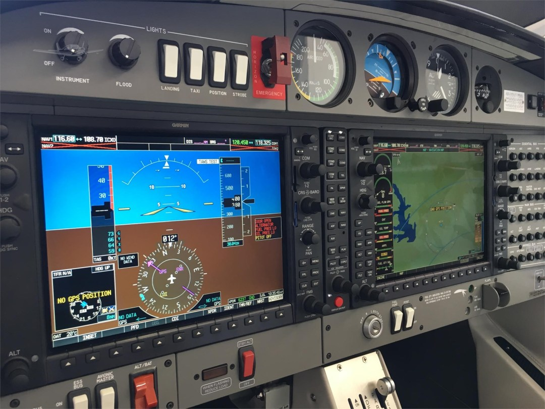 2010 DIAMOND DA40 XLS N355DS Garmin G1000 Turned on