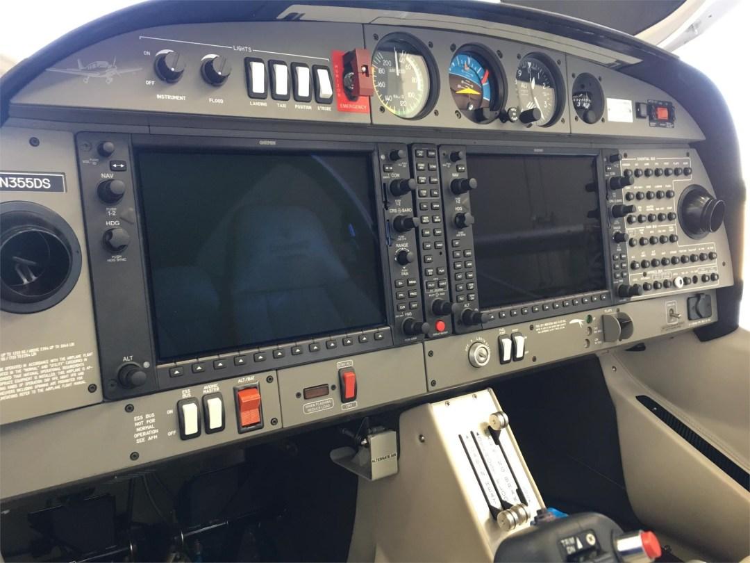 2010 DIAMOND DA40 XLS N355DS Intsrument panel