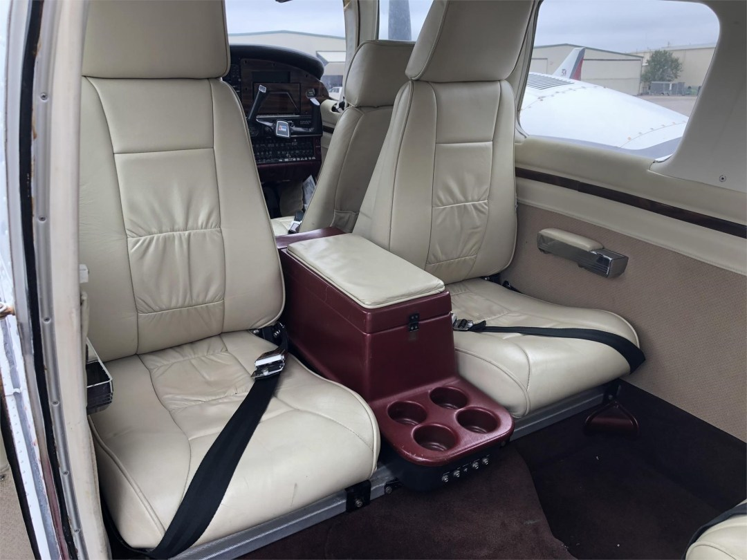 1979 PIPER SENECA II rear cabin seats facing rear