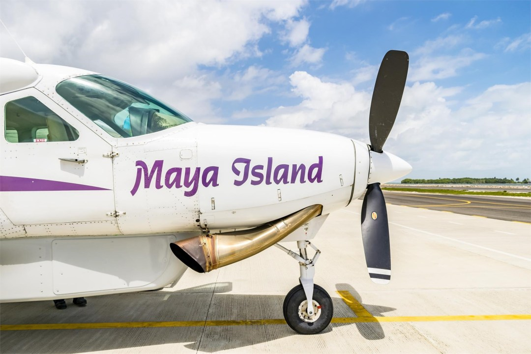 2002 CESSNA CARAVAN 208B GRAND maya island on engine cowling