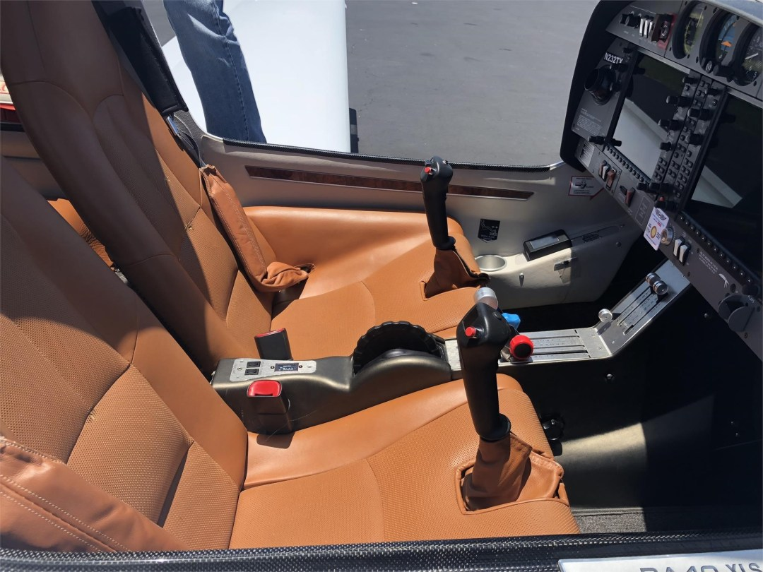 2008 DIAMOND DA40 XLS brown leather cabin interior great condition