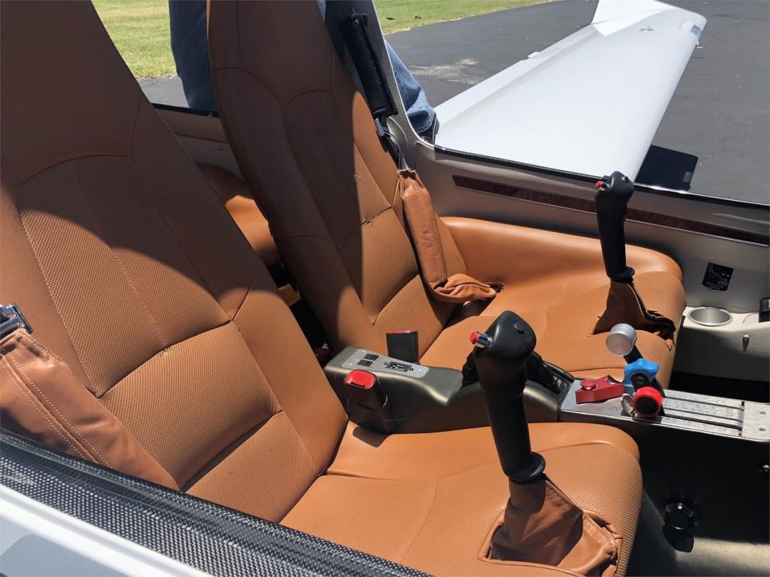 2008 DIAMOND DA40 XLS cabin door open front seat leather