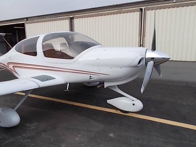 2008 DIAMOND DA40 XLS front view