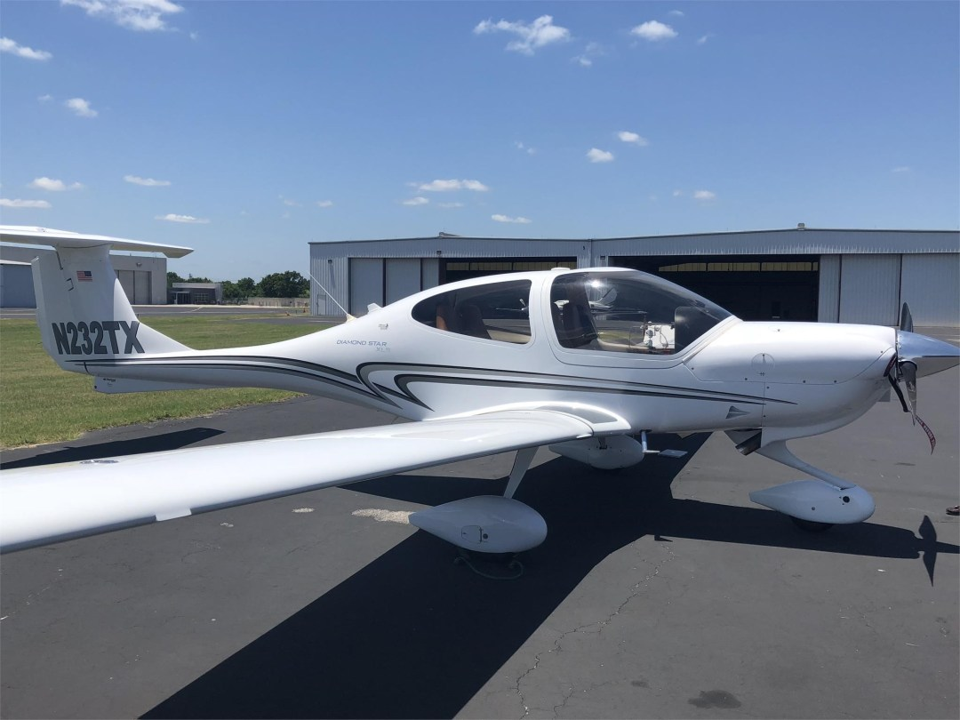 2008 DIAMOND DA40 XLS wing side view