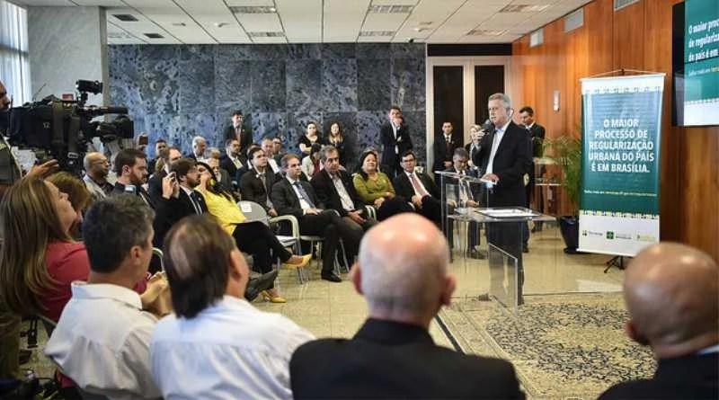 Realizada cerimônia de assinatura de decretos sobre regularização fundiária em Condomínios