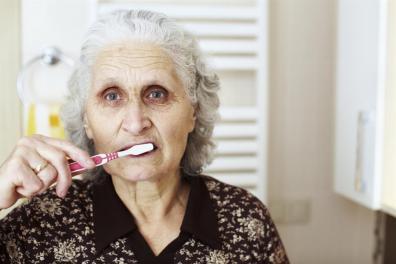 Menjaga Kesehatan Mulut dalam Umur Senja- Global Estetik Dental Care