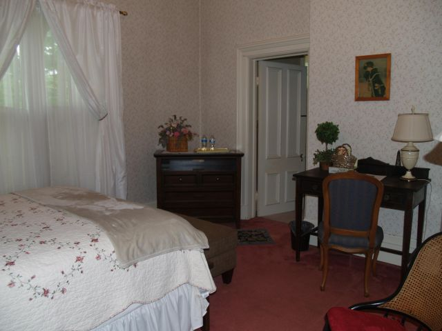 Tarbell Room at McMullen House Bed & Breakfast LLC
