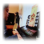 Children can learn the piano with an online music instructor