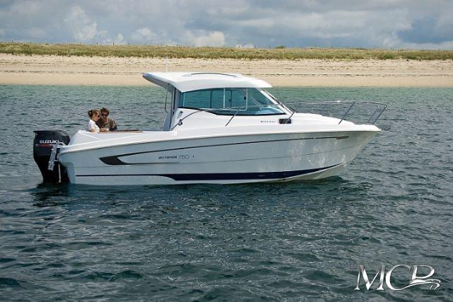 Beneteau Antares 780 HB MCP Motorboat Charter Punat