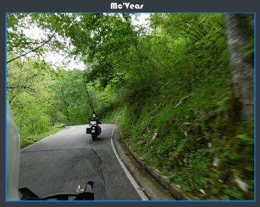 Moto subiendo a los Lagos de Covadonga