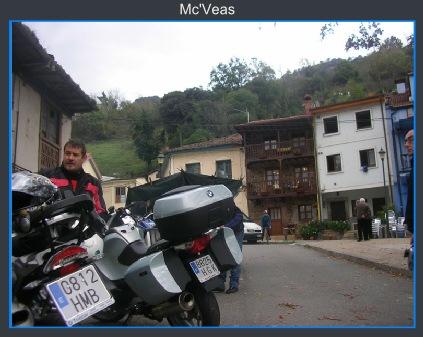 Motos aparcadas en Teverga