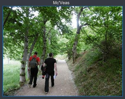 Caminando por la ruta en las Médulas