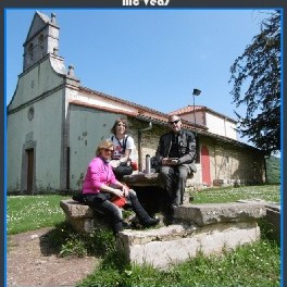 Grupo en el jardin de la iglesia de pedroveya